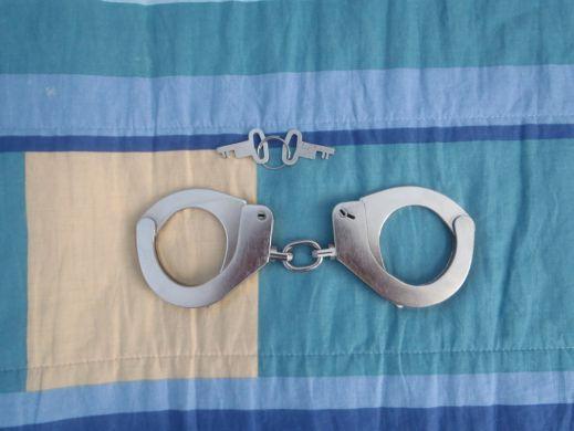 Predám originál- pevné policajné putá 67bcaf42428