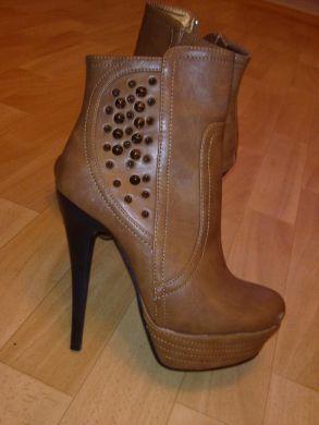 c88c03178e02 Velmi pekné topánky na platforme