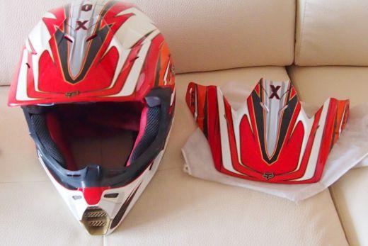 Predám motokrosovú prilbu FOX V3 Pilot 841bbb2ade8