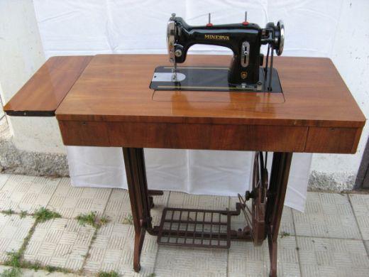 Starožitný šijací stroj Minerva