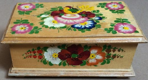 Drevená maľovaná šperkovnica / truhlička