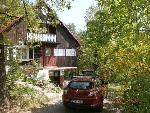 chata v Bojniciach pod lesom